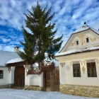 Lower Guesthouses, Miklosvar, Transylvania. Photo: Tibor Kalnoky.